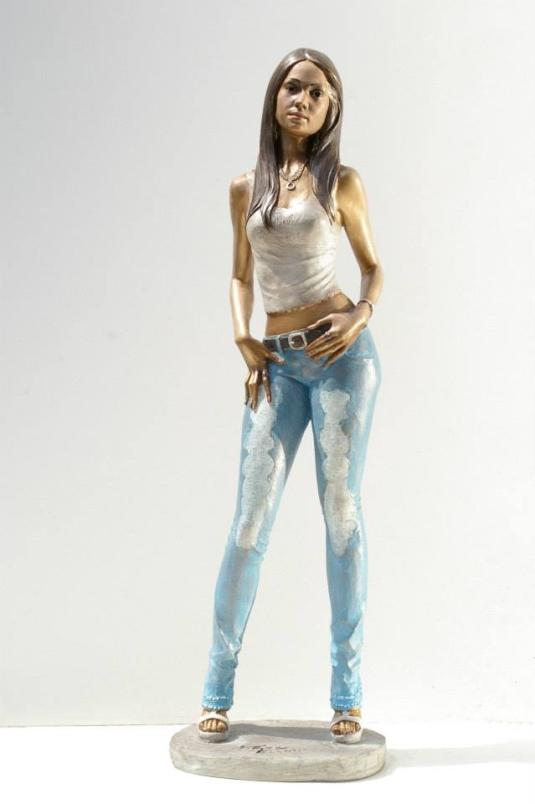 Statua-in-bronzo-donna-ragazza-domenicana-Carmen