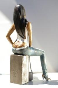 Statua-in-bronzo-donna-ragazza-domenicana-Carmen_13