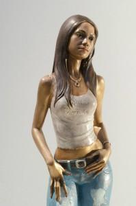 Statua-in-bronzo-donna-ragazza-domenicana-Carmen_7