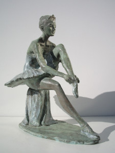 Dea Giustizia cm.45x43x40 anno 2006 - statue statuette e sculture di bronzo in vendita a prezzi speciali dall'artista scultore